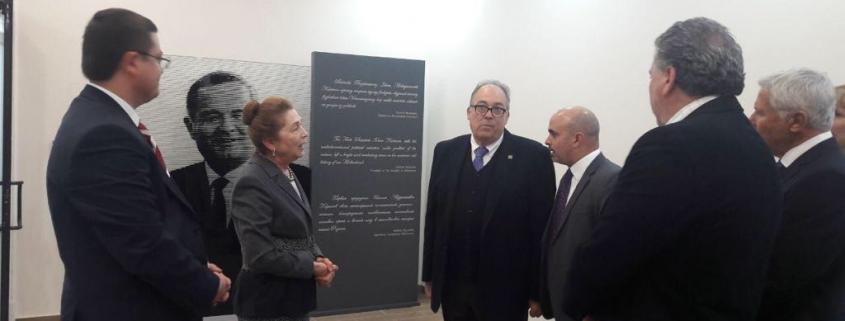 Reunión en el complejo conmemorativo de Islam Karimov